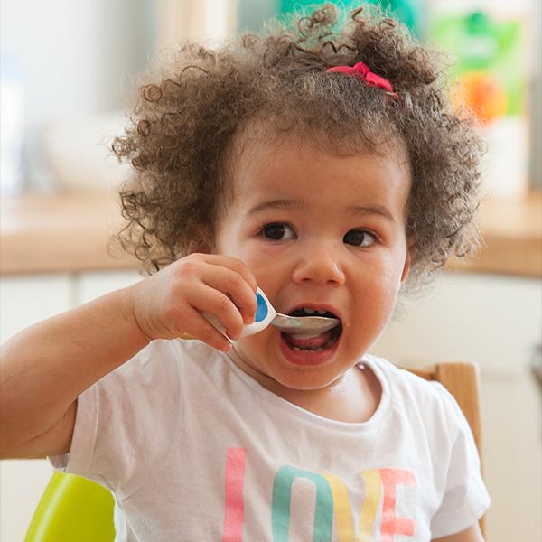 1歳から自分で食べられる!